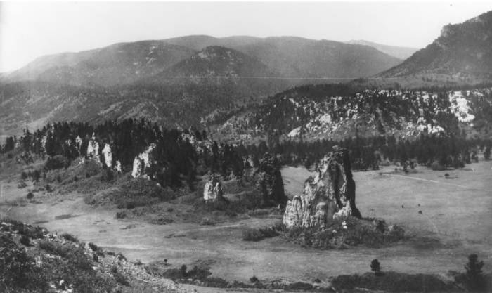 Perry Park Valley, Sentinel Rock, Rampart Range - Photograph